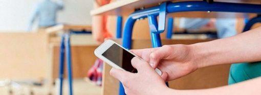 Запрет мобильных телефонов в школах: что думают одесситы?