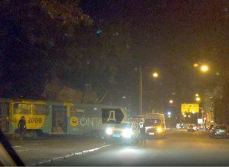 На Молдаванке в Одессе трамвай сошел с рельсов и сбил пешехода