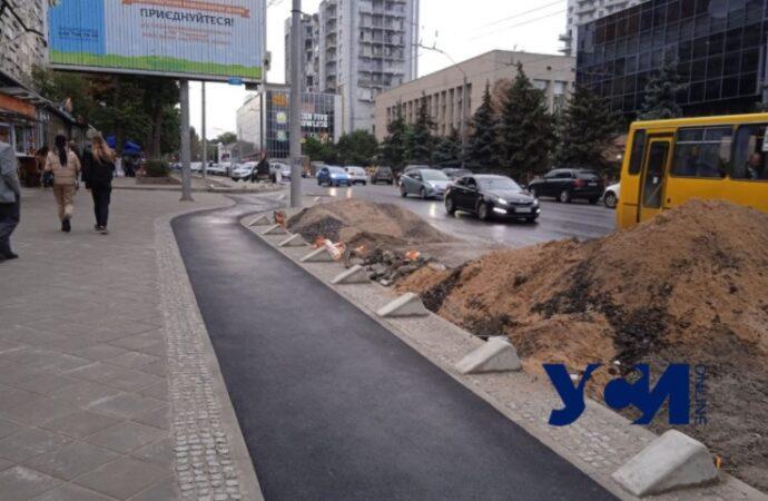 На Черняховского обустраивают велодорожки: узкие, зато выделенные