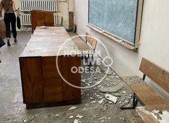 В университете Мечникова прямо на занятиях обвалился потолок: что со студентами?