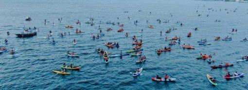 Одесситы устроили рекордный заплыв на каяках в День города (видео, фото)