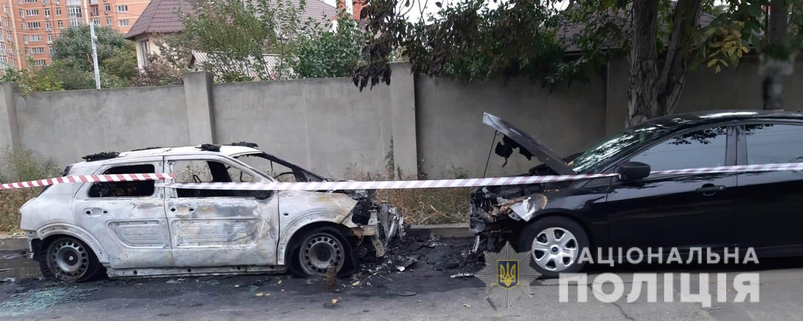 В Киевском районе Одессы сгорели два автомобиля
