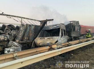 На Киевской трассе серьезная авария, есть погибшие, 8 раненых: последние  подробности