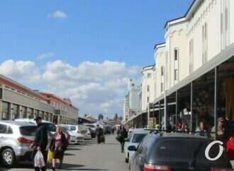 Одесская улица Привозная: торгуют все!