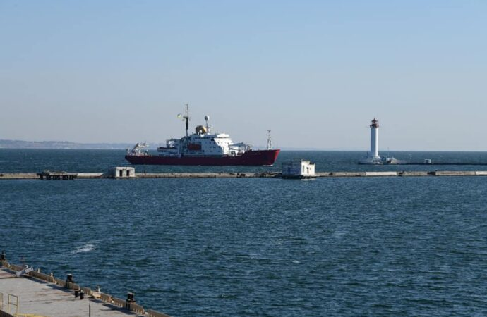Новый украинский ледокол пришвартовался у одесского Морского вокзала