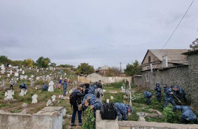 В Одессе навели порядок на старинном казацком кладбище