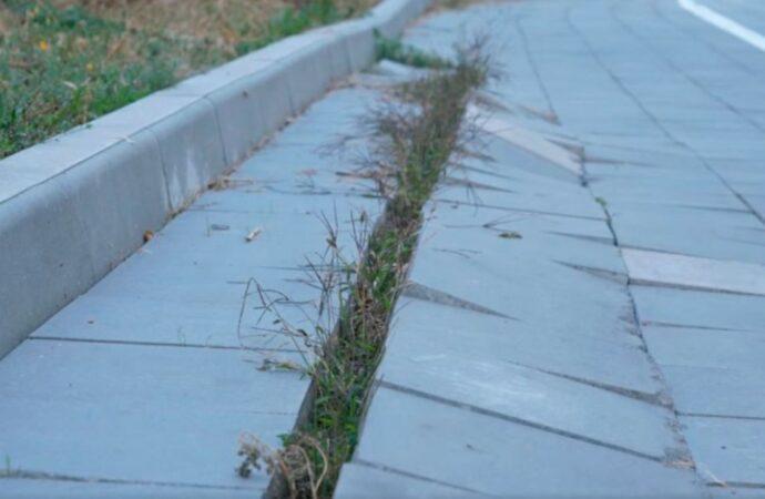 Дорога с «загулявшей» плиткой у одесской велоэстакады оказалась ничейной (видео)