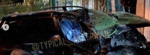 В Белгороде-Днестровском водитель авто чуть не протаранил церковные ворота и бросил раненую девушку