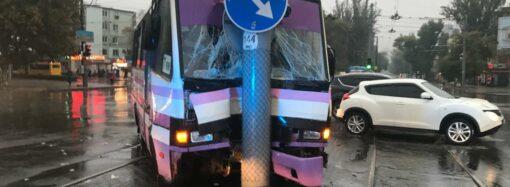 В Одессе маршрутка травмировала пассажиров – детали утреннего ДТП на Люстдорфской дороге