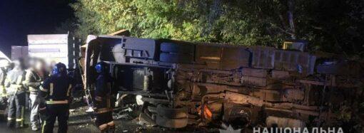 На трассе под Одессой фура догнала маршрутку с пассажирами – есть погибшие (фото)