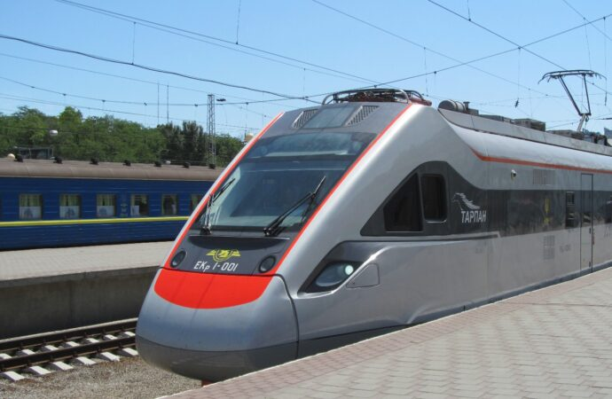 «Укрзалізниця» ускорит 5 поездов в Одессу, предложит новое меню и сохранит цены