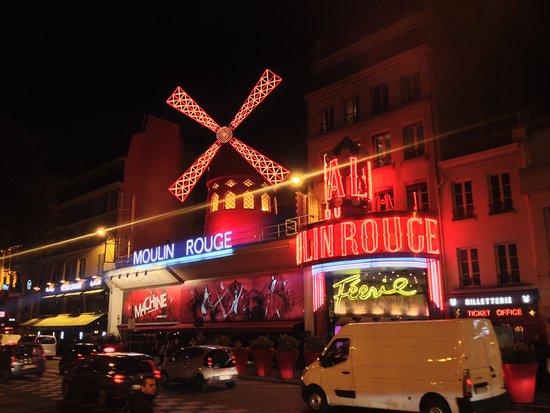 Этот день в истории: когда в Париже появилось кабаре «Мулен Руж»?