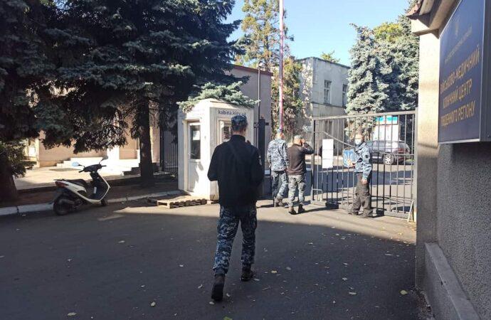 Одесский военный госпиталь: как врачи и волонтеры помогают раненым бойцам?