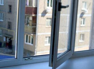 Одессит узнал, что болен коронавирусом и выпрыгнул из окна