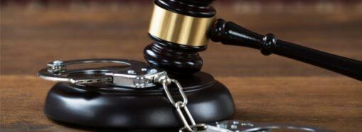 Суд в Одессе приговорил двух воров к чтению книг: легко ли они отделались?