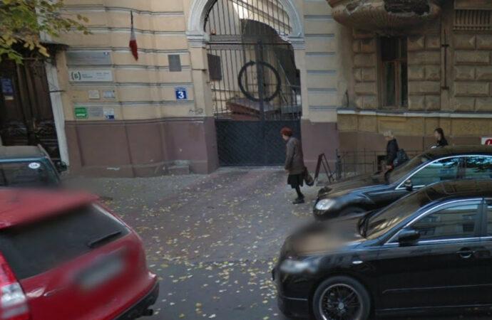 В Одессе спасли старинные ворота на Садовой